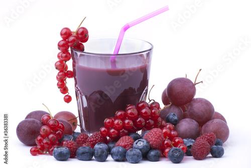 succo di frutta con ribes mirtilli lamponi e uva