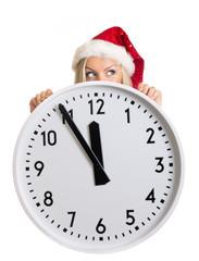 Frauenkopf mit Zipfelmütze hinter großer Uhr