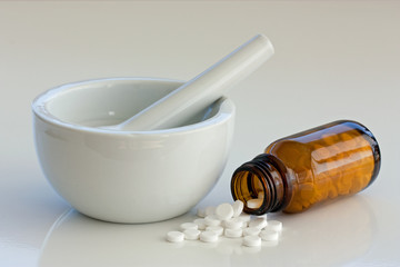 mörser und tabletten