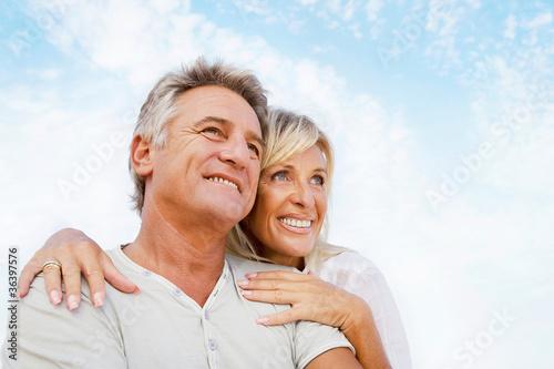 canvas print picture Portrait of a happy romantic couple outdoors.