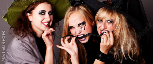 three witches eat thin black snake