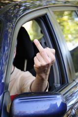 Autofahrer Stinkefinger