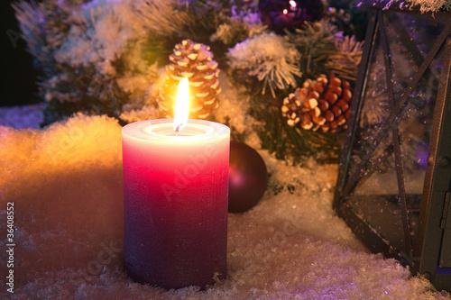 weihnachts kerze im schnee von nick freund lizenzfreies. Black Bedroom Furniture Sets. Home Design Ideas
