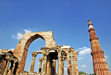 Qutub Minar, rovine e sito archeologico