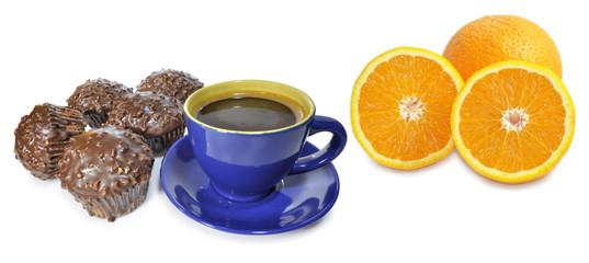 Desayuno con café bollería y fruta.