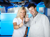 Master mechanic and coustomer show thump up for good service