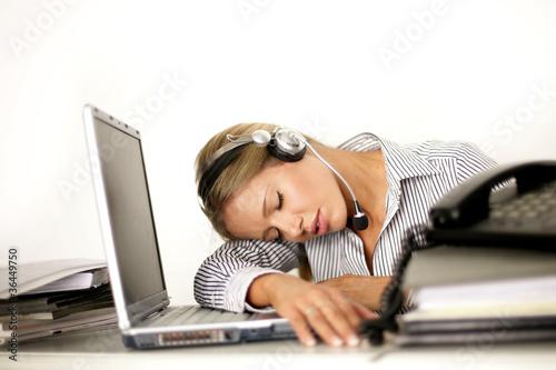 schlafen im b ro von peter atkins lizenzfreies foto 36449750 auf. Black Bedroom Furniture Sets. Home Design Ideas