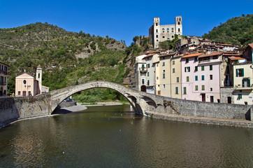 Liguria: il borgo antico di Dolceacqua