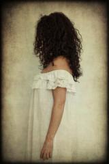 Donna in camicia da notte, texture retro