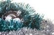 silberne Weihnachtskugel mit grüner und silbener Deko #3