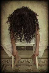 Donna abbandonata in depressione