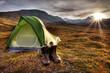 Camping bei Sonnenaufgang in Norwegen - 36485330