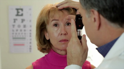 Optometrist using an ophthalmoscope