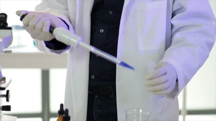 lab tech uses a pipette