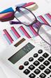 Taschenrechner und Grafiken einer Bilanz