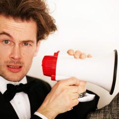 mann mit megaphone