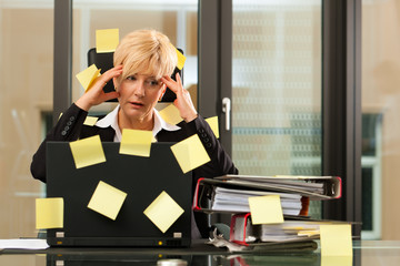 Stress im Büro - Multitasking