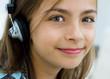 enfant écoutant de la musique