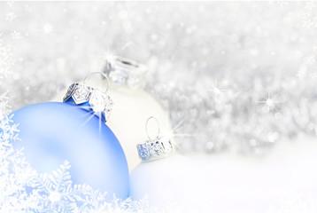 weihnachtlicher Hintergrund - zart und eisig