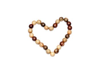 сердце из деревянных шариков