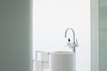 Upright sink in modern bathroom