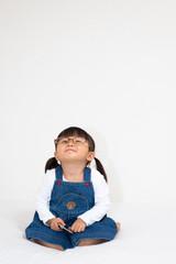 空想する小さな女の子