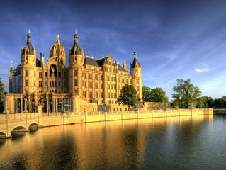 Schwerin_Schloss_Vorderansicht_Abendlicht