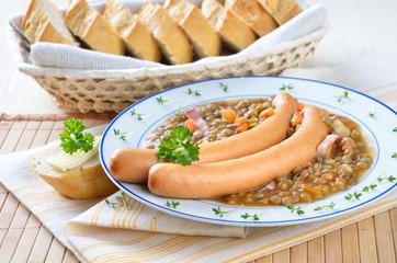 Linseneintopf mit Wiener Würstchen