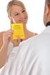 Patientin übergibt Impfpass