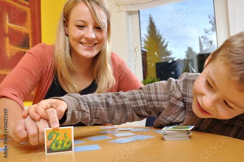 Mutter und Kind beim Spielen