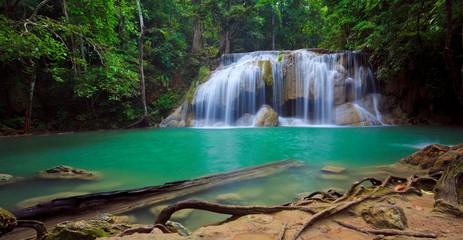 Panorama wodospadu Erawan