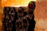 Rotweinflaschen im Weinkeller - Fine Art prints