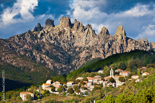 Papiers peints Montagne Aiguilles de Bavella, village de Zonza, Corse