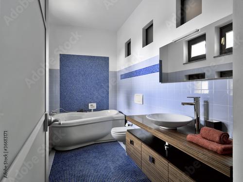 Moderno bagno con mosaico blu e vasca idromassaggio - Mosaico blu bagno ...