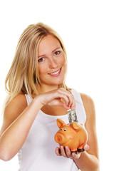junge Frau beim Sparen von Geld. Dollarschein