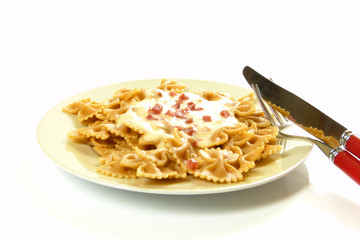 Vollkornnudeln mit Käsesoße / Whole grain pasta with cheese sauc