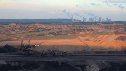 Power plant with open-pit lignite mining in foreground