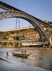 Rivera del Duero en Oporto, Portugal. Puente de Luis 1.
