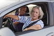 femme senior au volant