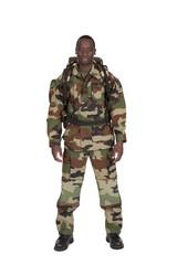 équipement camouflage sur fond blanc