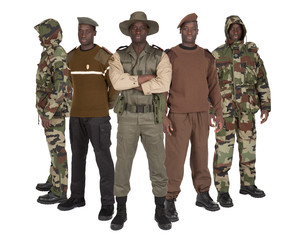 Militaires en uniformes