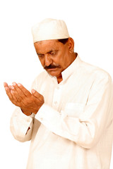 indian old man hands with muslim prayer