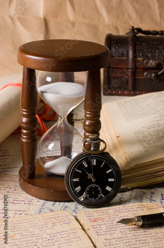 Deurstickers Retro Hourglass and the book - vintage