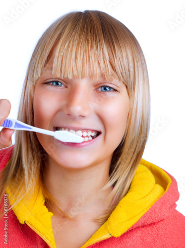 Healthy Teeth. Little Girl brushing her teeth