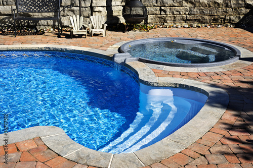 Swimming pool with hot tub - 36777512