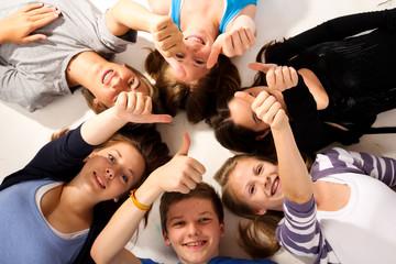 7.11 Teenager daumen hoch
