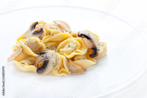 Tortellini dish with mushrooms and garlic sauteed