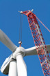 Windkraftanlage im Aufbau