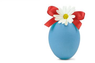 Blaues Osterei mit Blume