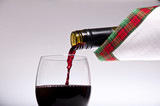 Napełnianie kieliszka wina